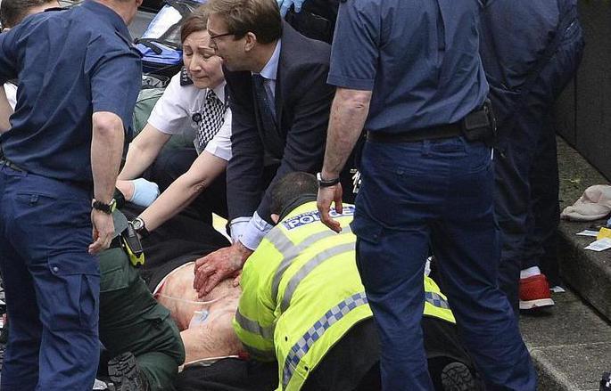 L'attacco terroristico a Londra, i morti sono 4 e quaranta i feriti: fermati 8 fiancheggiatori