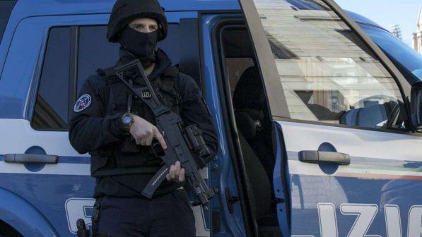 Mafia: traffico di droga, la polizia arresta venticinque persone a Bari