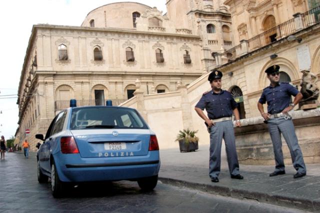 Gesti volgari e offensivi contro i poliziotti, una denuncia a Noto