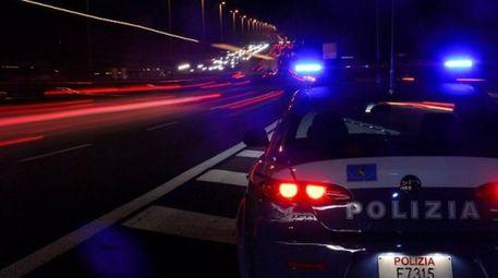 Spari in strada a Napoli, danneggiate anche due automobili
