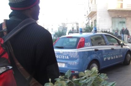 Siracusa, arriva la polizia ambulanti abusivi in fuga a Ortigia