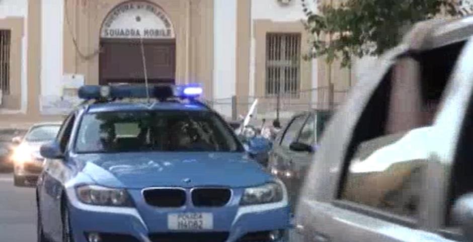 Picchia e tenta di estorcere denaro alla compagna: arrestato Palermo