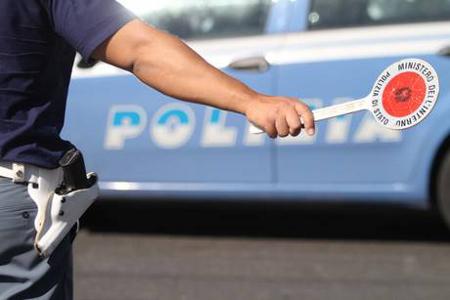 'Alt' per controlli, due agenti feriti da un pregiudicato a Napoli