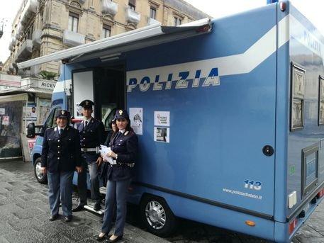 Violenza sulle donne, camper della polizia a Ragusa, Modica e Vittoria