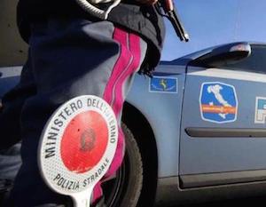 Catania, non si ferma all'alt della polizia: denunciato