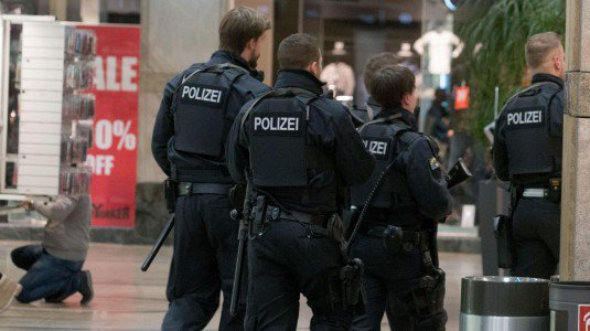Allarme terrorismo in Germania, chiuso centro commerciale a Essen