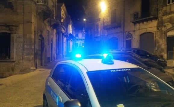 Modica, insulta ausiliaria del traffico e agenti della polizia locale: denunciato