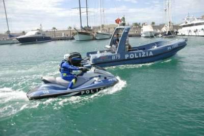 Siracusa, fugge alla Capitaneria di Porto: viene bloccato a mare a Forte Vigliena