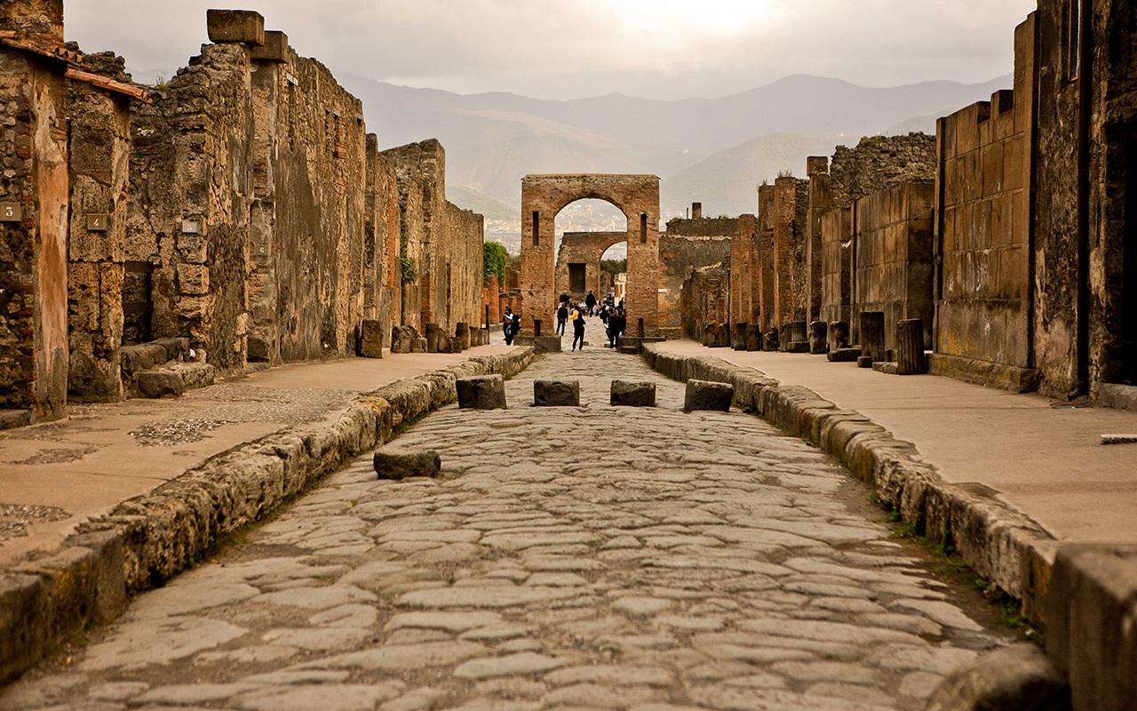 Pompei, manifestazione davanti agli scavi: