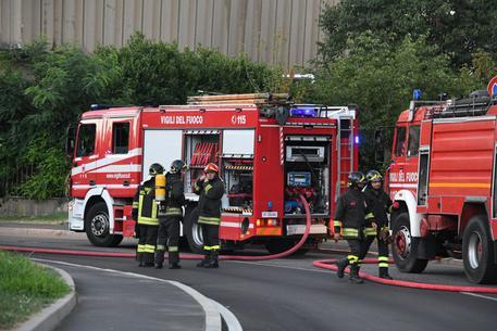 Incendi: vasto rogo vicino Grosseto, chiusa l'Aurelia