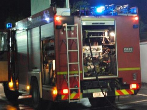 Siracusa, incendio d'auto in via Servi Di Maria