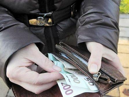 Vittoria, trova un portafogli e lo  consegna al Commissariato di polizia