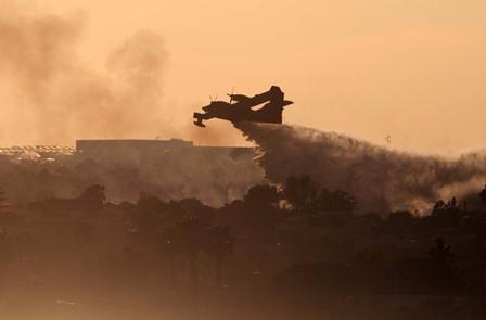 Incendi a Marzamemi e Portopalo, il fuoco spento da un Canadair