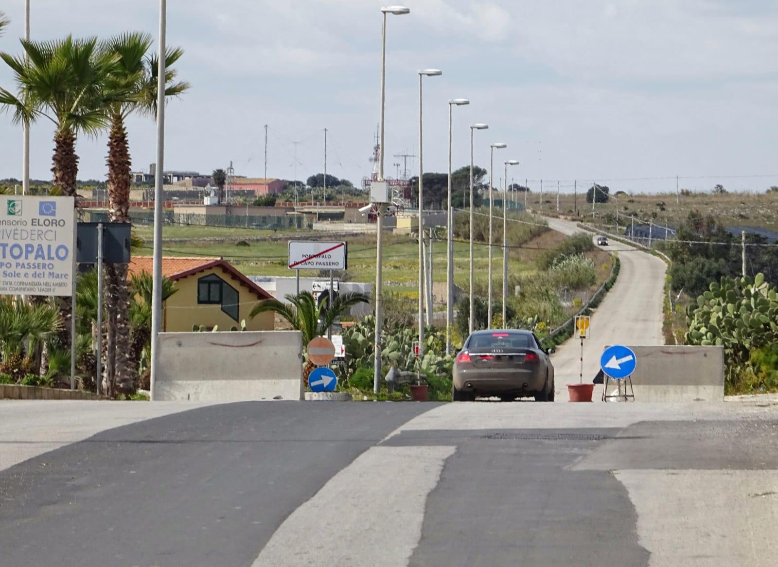 Il sindaco di Portopalo chiude il paese: new jersy all'ingresso del centro abitato