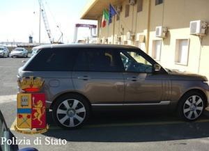Pozzallo, stava per imbarcarsi per Malta con un'auto risultata rubata