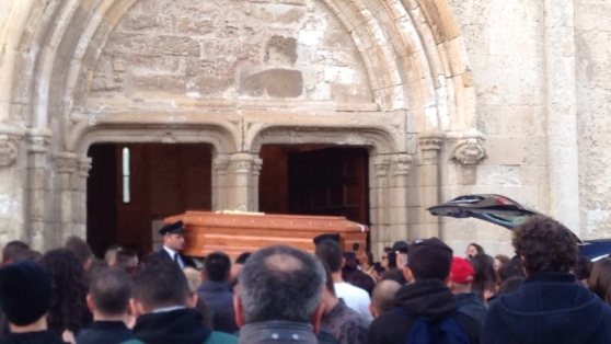 Barista suicida a Porto Torres per video hard, 3 indagati