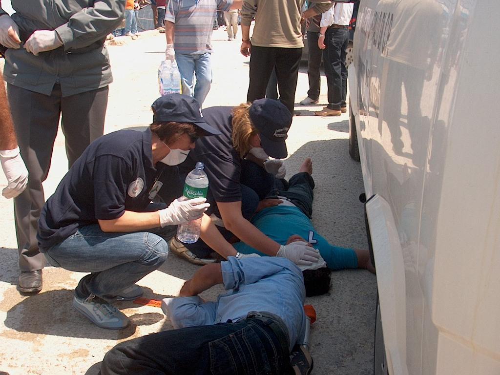 Portopalo, arrivati in barca a vela 47 migranti: fermati tre scafisti
