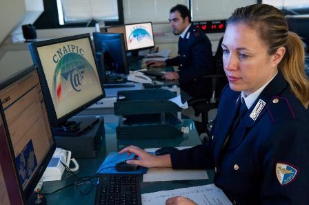 Pedofilia on line, colto in flagranza: un arresto della Polposte di Catania