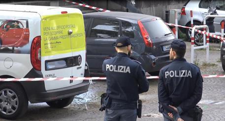 Esplosione in strada a Roma, ordigno rudimentale tra due auto