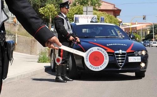 Siracusa, non si ferma all'Alt: i carabinieri lo bloccano a Canicattini