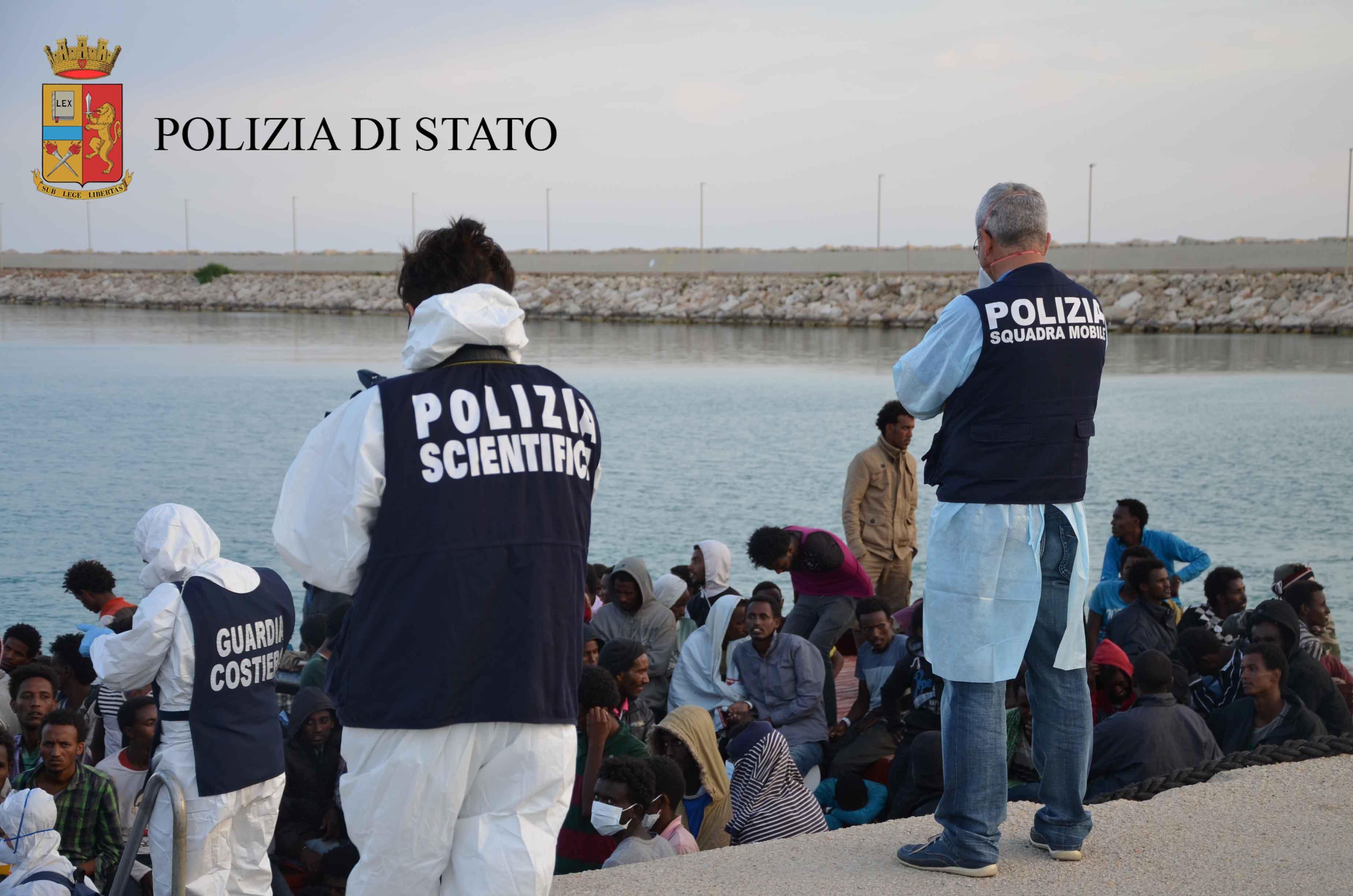 """Pozzallo, arrivati con la nave """"Diciotti"""": fermati quattro presunti scafisti"""