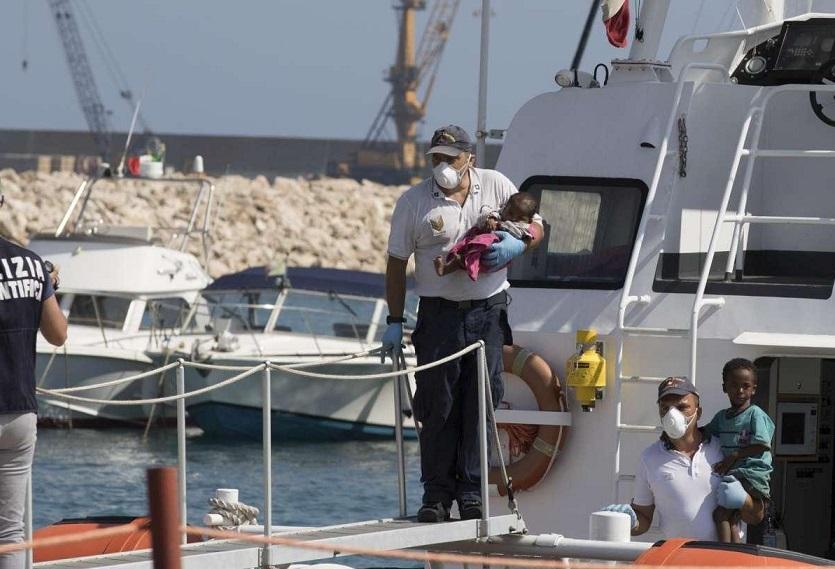 Nella notte uno sbarco di 47 migranti a Pozzallo, dieci sono donne