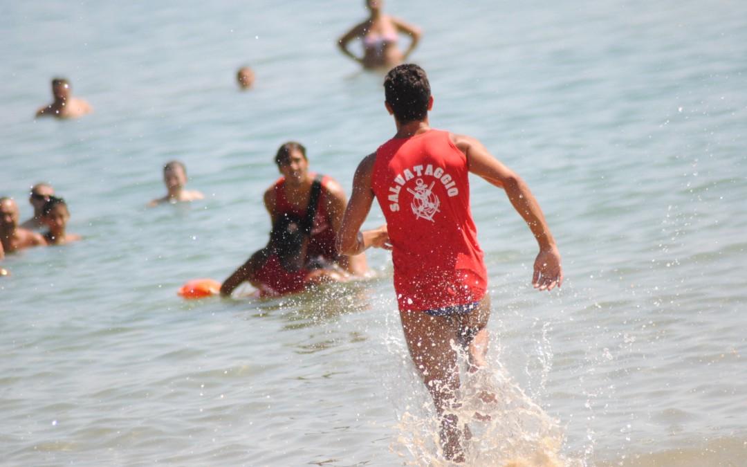 Un papà con il figlio disabile rischiano di annegare: salvati a Pozzallo