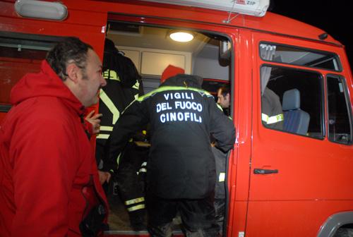 Tragedia a Marsala, donna finisce in un pozzo profondo 50 metri: salvata dopo 6 ore