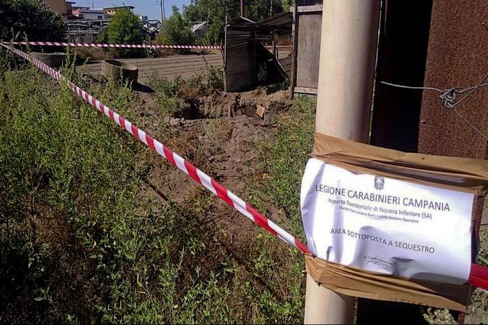 Napoli, trovata morta in un pozzo: forse è stata accoltellata