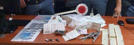 Napoli, carte d'identità e patenti contraffatte: un arresto