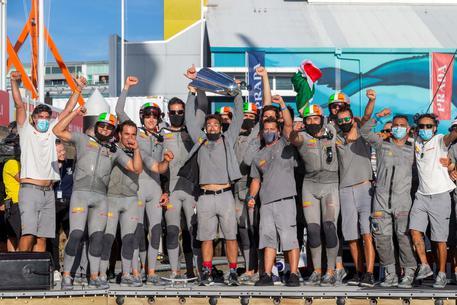 Coppa America, Luna Rossa da sogno: Palermo in festa per barca e Bruni al timone