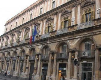 Catania, compensi d'oro per due commissari: 800 mila euro in due per un anno e mezzo