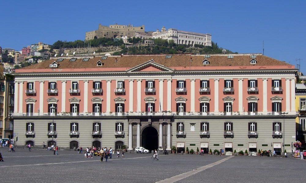 Pratiche facili, perquisita la Prefettura di Napoli: 15 indagati