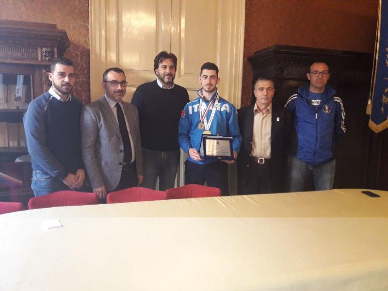 Vittoria, l'amministrazione premia il karateka Giuseppe Panagia