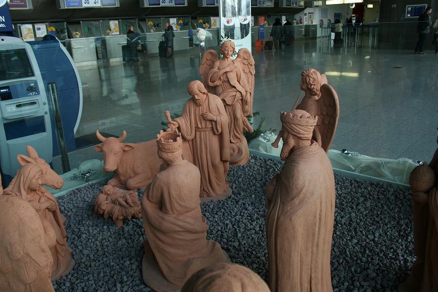 Natale: il presepe di Caltagirone all'aeroporto di Catania