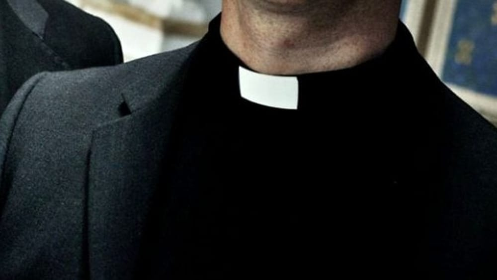 Prete di Randazzo tentò abusi su minori, processo canonico lo assolve