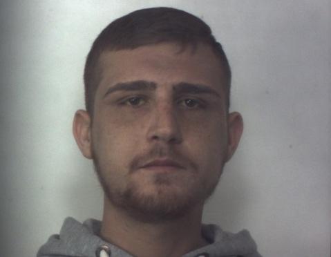 Floridia, era ai domiciliari e continuava a spacciare: preso con la marijuana