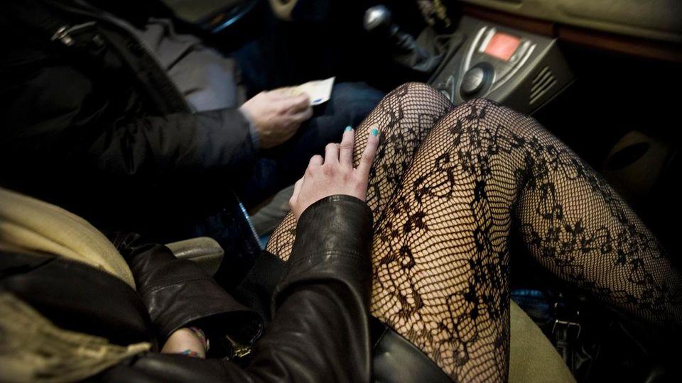 Canicattì, si apparta con prostituta e viene derubato: entrambi denunciati