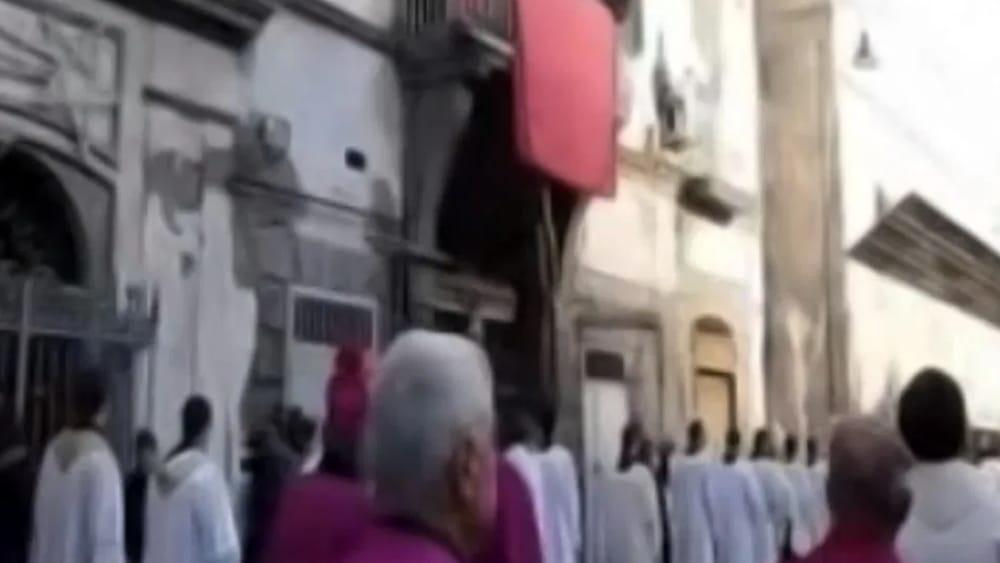 Processione della Madonna sotto casa del clan: 7 arresti nel Casertano