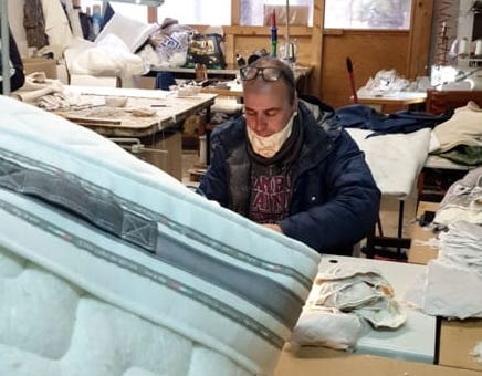 Ditta di materassi di Giarre si mette a realizzare mascherine sanitarie