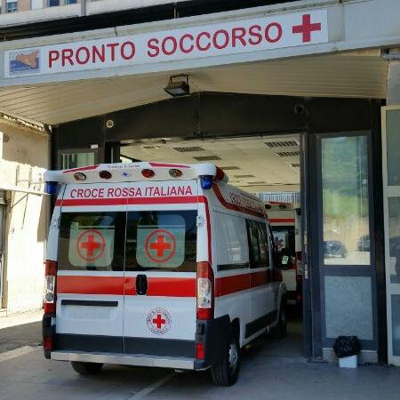 San Cataldo, cade dalle spalle dello zio: grave una bimba di 22 mesi