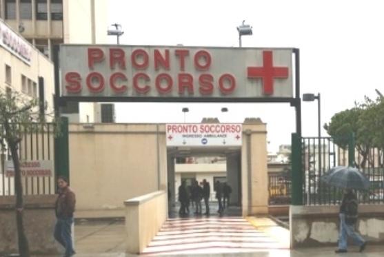 Palermo, distrugge la porta del Pronto soccorso dell'ospedale Civico