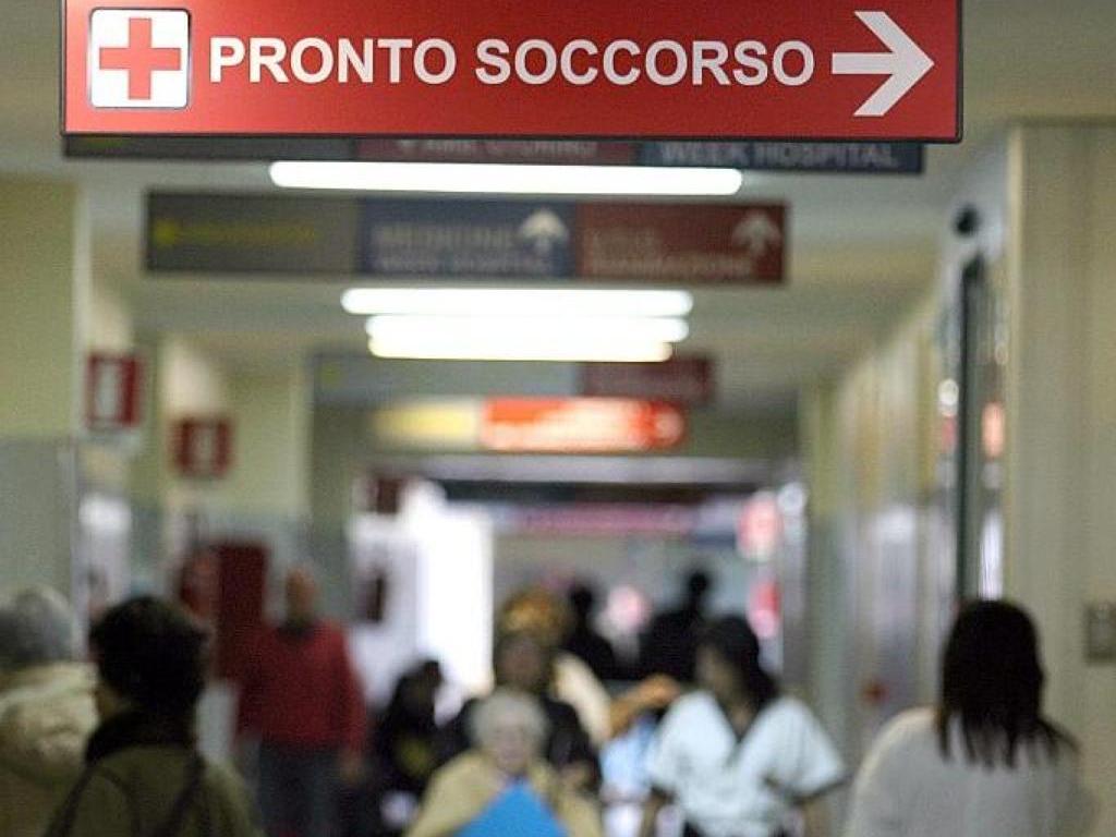 Travolto da un'auto a Cassibile, dà in escandescenza in ospedale