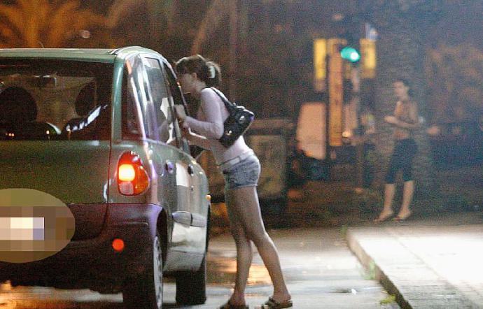 Catania, senza limiti il mercato del sesso: strade invase da prostitute