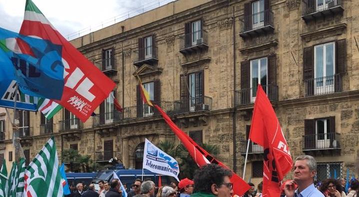 """Regione nel mirino dei sindacati: """"Paga consulenti fino a 440 euro al giorno"""""""