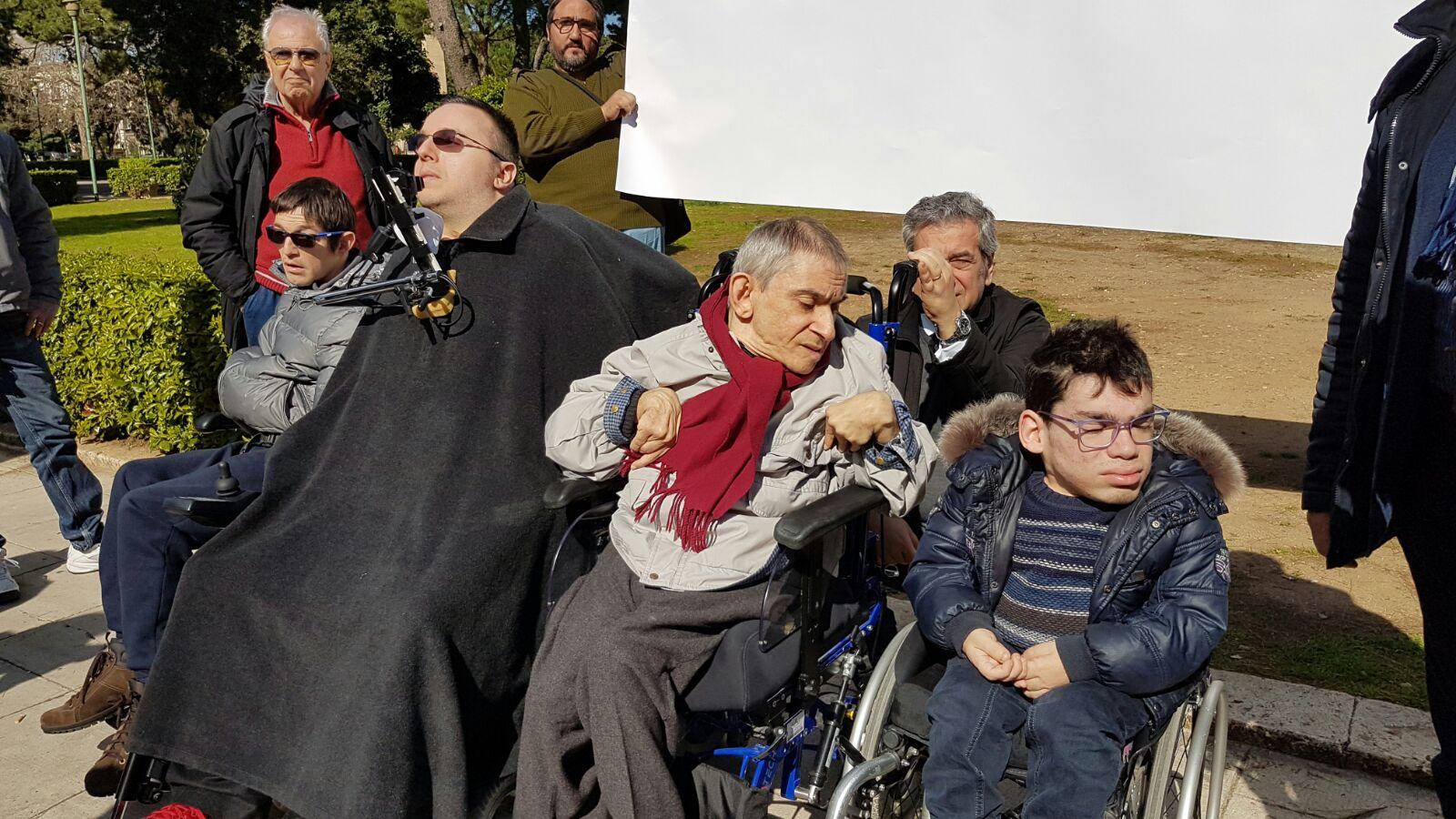 """Disabili, """"Niente fondi dalla Regione siciliana"""": protesta in piazza"""