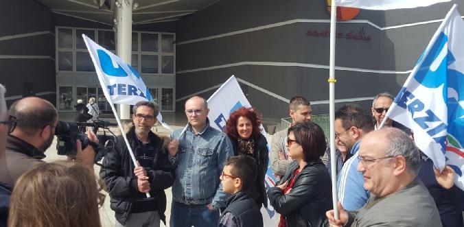 """Sit - in di protesta dei lavoratori di """"Spaccio alimentare"""" di Catania"""