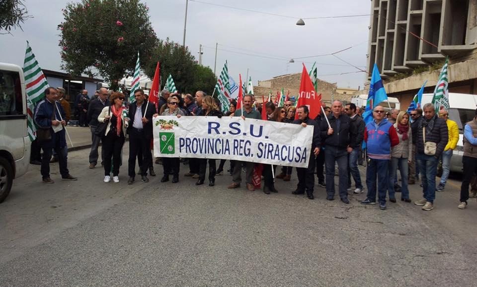 Monta la rabbia dei lavoratori dell'ex Provincia di Siracusa, domani in piazza per gli stipendi