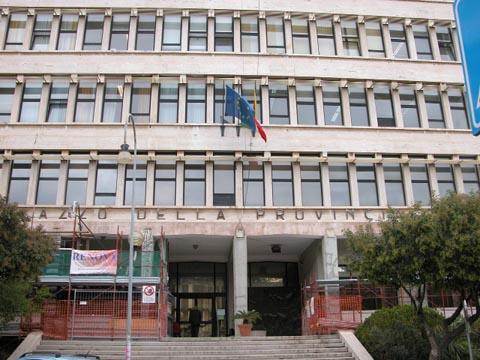 Ragusa, fuga di gas: evacuato il palazzo della  ex Provincia