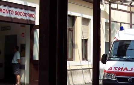 Siracusa,  bloccato al Pronto soccorso con un coltello: minaccia i medici